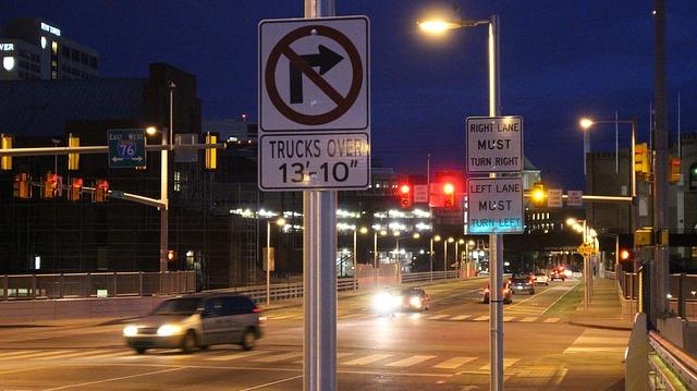 provoz na osvětlené silnici