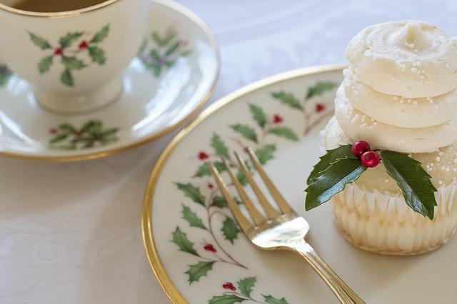 vánoční nádobí s cesmínou.jpg