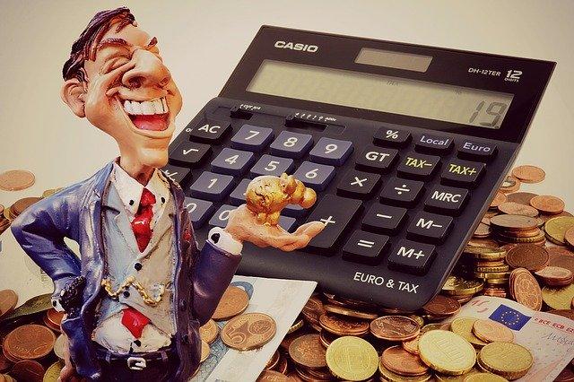 muž s penězi a kalkulačkou.jpg